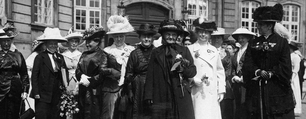 kvinder på amalienborg (1).jpg